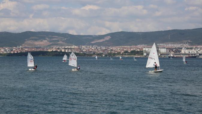 Yelkenler Zafer Kupası İçin Açıldı